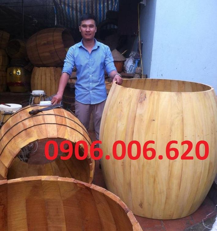 Tang trống trường được làm bằng gỗ lõi mít